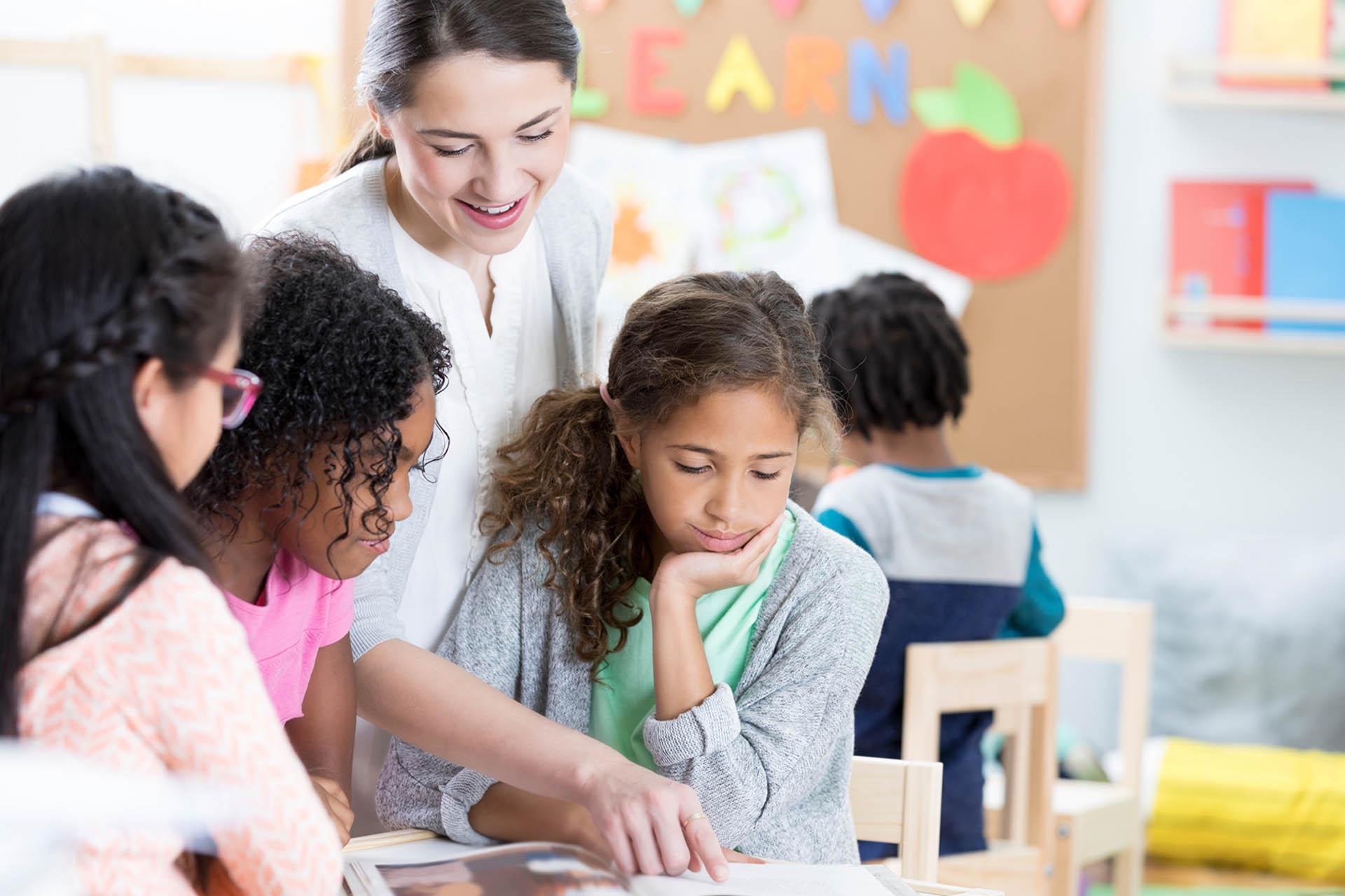 Rientro in classe: insegnante non vaccinato in due giorni infetta metà classe