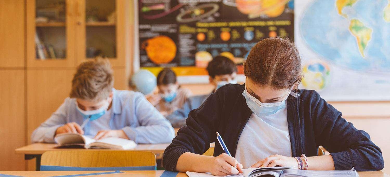 Casi di Covid a scuola: 53mila docenti infetti, 16mila ATA e 226mila studenti positivi