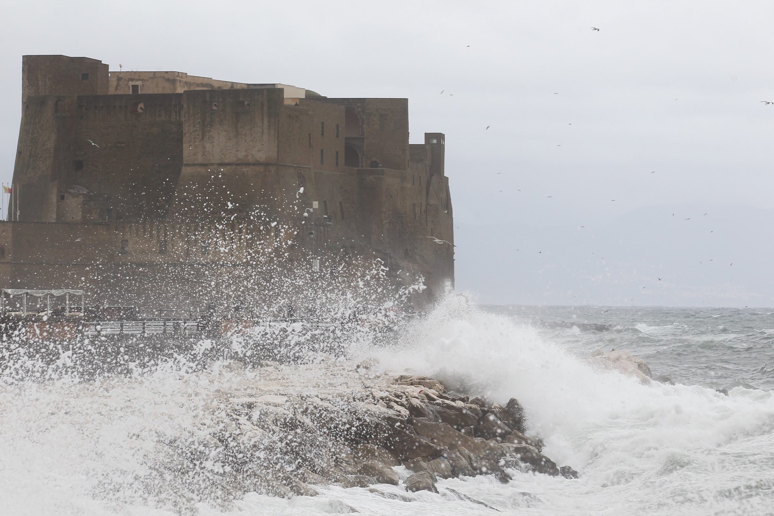 Allerta meteo Napoli scuole chiuse domani: ecco perchè non c'è la decisione